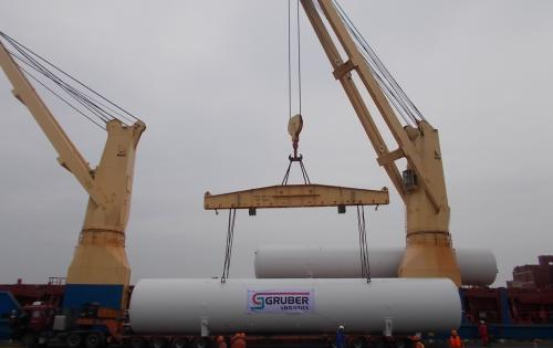 Intertransport GRUBER Complete Loading of 4 Cryogenic Tanks