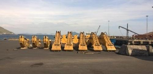 Cuchi Ship CAT Excavators from Singapore to Vietnam