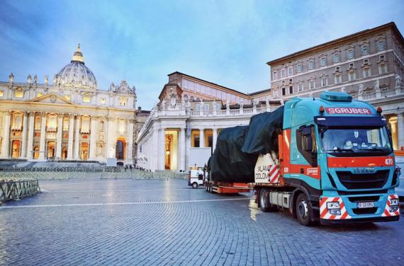 Intertransport GRUBER Deliver the Vatican Christmas Tree!
